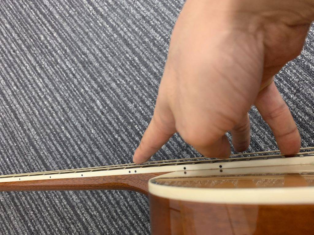 ギターネックチェック